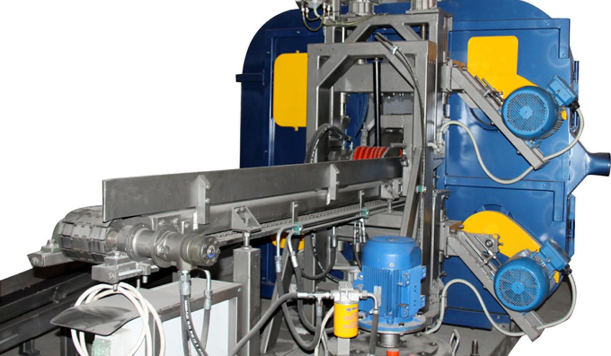 Производительность лесопильного цеха  от 60 м. куб. бревен в смену. Горизонтальные двухголовочные ленточнопильные станки VESTO с шириной пильной ленты 32-40 мм.