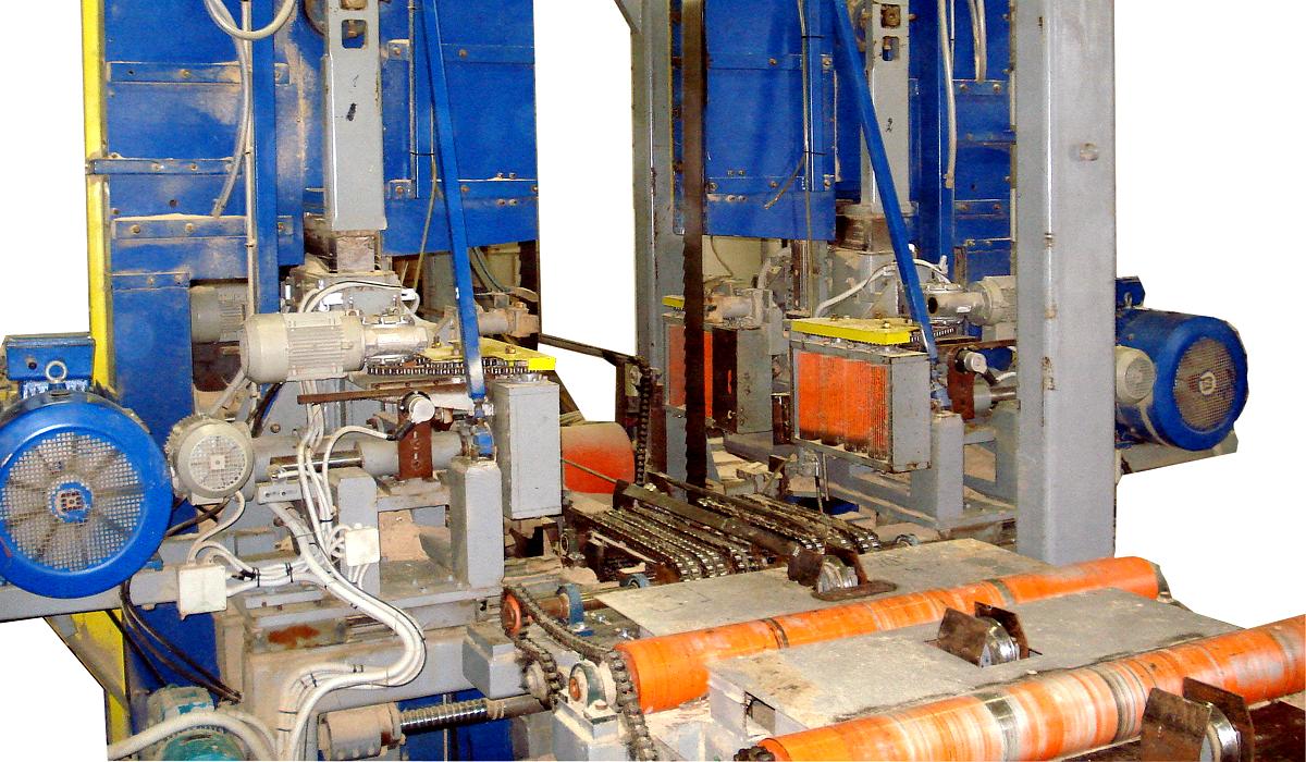 Производительность лесопильного цеха  от 60 м. куб. бревен в смену. Вертикальные ленточнопильные станки VESTO с кареткой и шириной пильной ленты 180 мм.